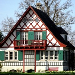 バルコニーのある家