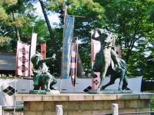 武田信玄と上杉謙信の像