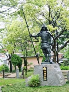桶狭間の戦いで勝利した織田信長像