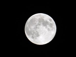 月の満ち欠けの内の満月