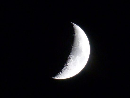 月の満ち欠けのイメージ