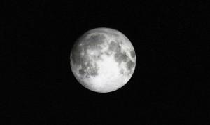 moon-724075_640