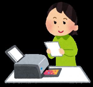 年賀状を印刷する女性