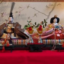 雛人形の男雛と女雛