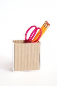 自由研究の工作で使うはさみと鉛筆