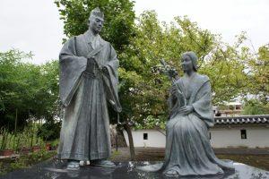 細川忠興と細川ガラシャ像
