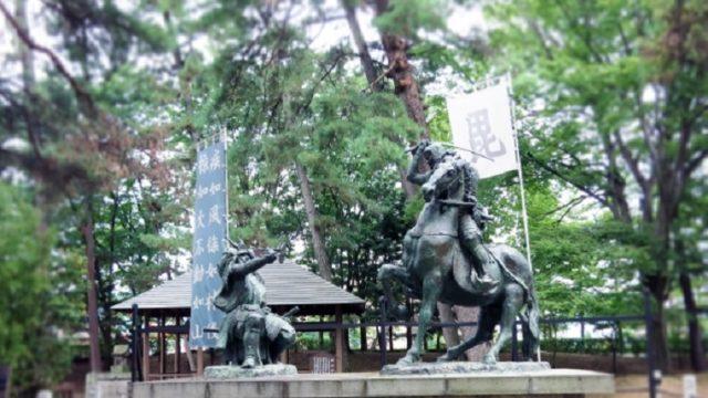 武田信玄と上杉謙信像