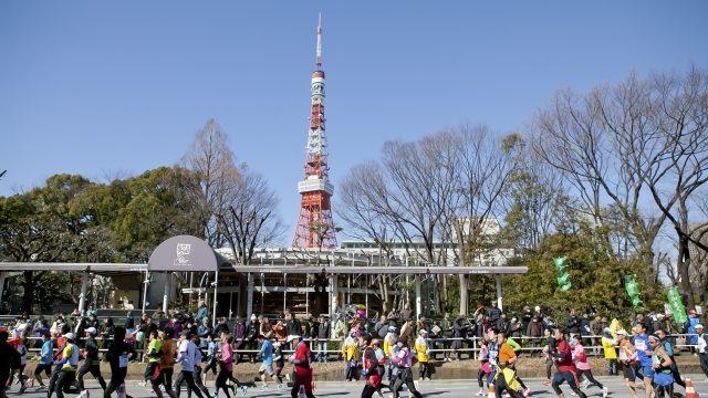 東京タワーを背景にマラソン大会