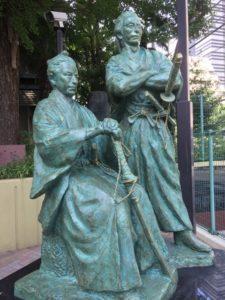 勝海舟と坂本龍馬像