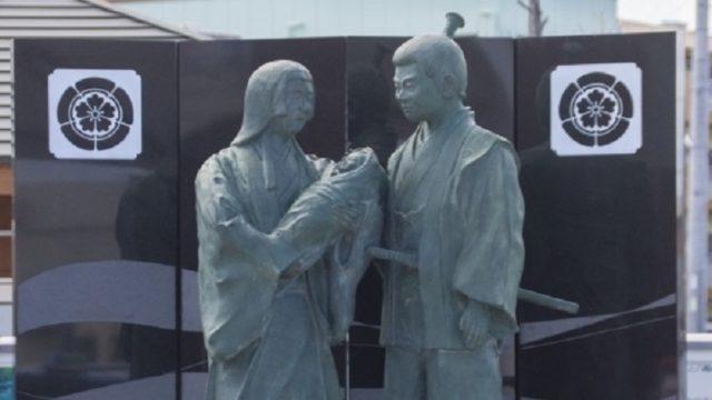 織田信秀・土田御前と織田信長の像